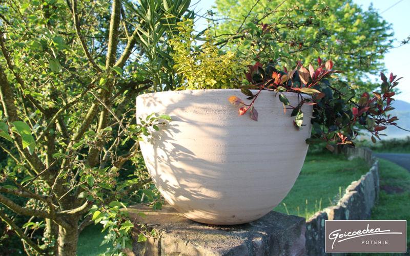 Jardin bacs pots decofinder - Decoration jardin exterieur poterie ...
