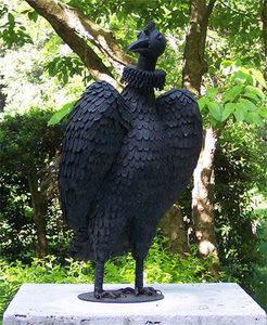 BARBARA ISRAEL GARDEN ANTIQUES - stylized iron buzzard - Sculpture Animalière