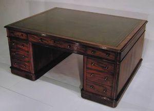 BAGGOTT CHURCH STREET - mahogany pedestal partner's desk - Bureau