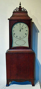 KIRTLAND H. CRUMP - fine cherry kidney dial shelf clock attributed to  - Horloge À Poser
