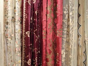PASSION HOMES BY SARLA ANTIQUES - embroidered silk velvet curtain - Rideau Bonne Femme