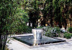 JAKOS - bassin et son petit pot - Fontaine Centrale D'extérieur