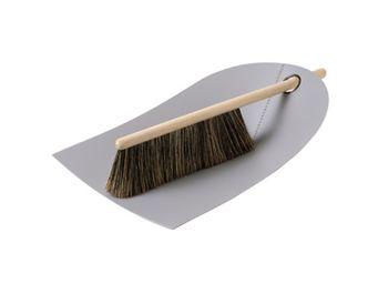 Normann Copenhagen - dustpan and broom - Pelle À Poussière