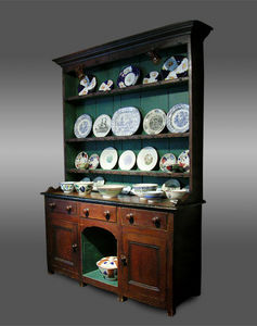 COUNTRY ANTIQUES -  - Dressoir