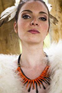 SANDRINE CHARLES-MESSANCE - urubu orange - Collier