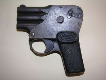 Aux Armes d'Antan - int�ressant pistolet autrichien scheintod repetier pistol - Pistolet Et R�volver