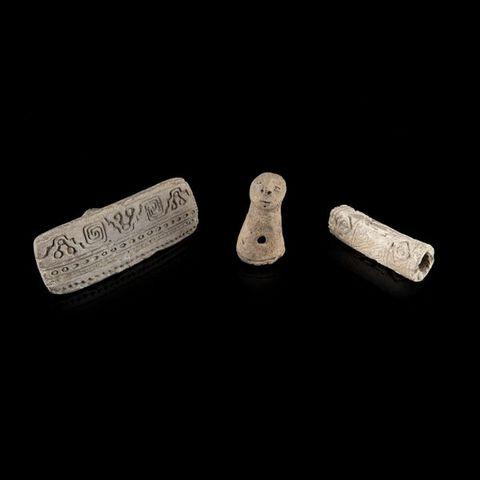 Expertissim - Objet d'art précolombien-Expertissim-Trois sellos en terre cuite. Equateur, La Tolita,