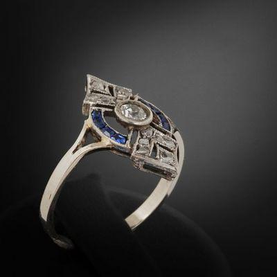 Expertissim - Bague-Expertissim-Bague en or, platine, diamants et saphirs. Vers 19