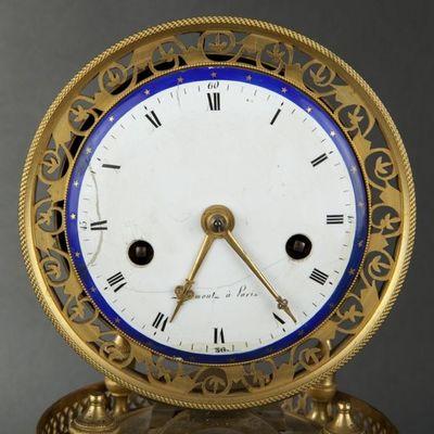 Expertissim - Pendulette-Expertissim-Pendule en bronze ciselé et doré d'époque Empire