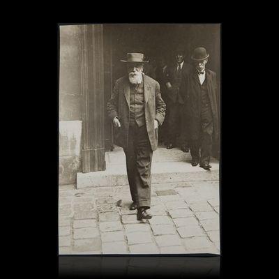 Expertissim - Photographie-Expertissim-FRANCE Anatole (1844-1924) à la sortie du Palais M