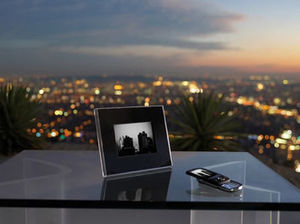 PARROT -  - Digital Photograph Frame