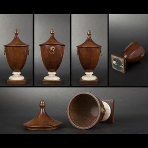 Expertissim - urne anglaise en acajou - Covered Vase