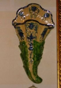 Art & Antiques - bouquetière bleue et verte - Wall Mounted Vase