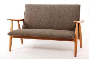 Hans J. Wegner - ge260 - 2 Seater Sofa