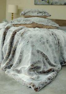 Evelyne PRELONGE - fausse fourrure - Bedspread