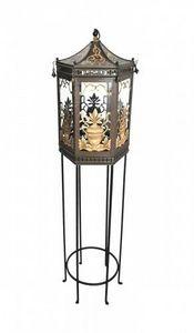 Demeure et Jardin - lanterne tôle peinte sur pied forme pagode - Outdoor Lantern