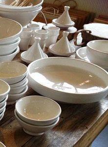 HOUSEHOLD HARDWARE -  - Round Dish