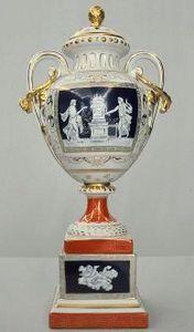 Demeure et Jardin - urne couverte aux amours - Covered Vase