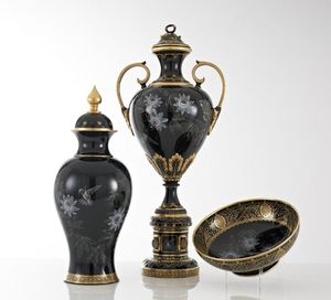 CHAMBERLAIN & CO -  - Covered Vase