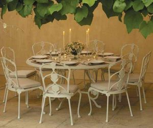 Oxley's - .-barrington - Round Garden Table