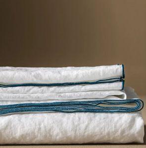 BLANC CERISE - _-'autour du lin - Square Tablecloth