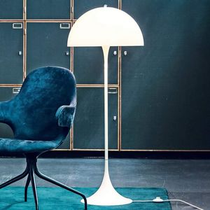 Louis Poulsen -  - Floor Lamp