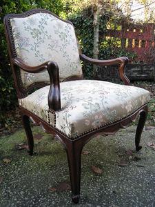 DE PEYRECAVE - paire de sièges noyer d'époque 18ème - Flat Back Armchair
