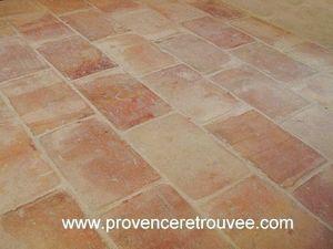 Provence Retrouvee - carrelage ancien terrecuite - Antike Fliese