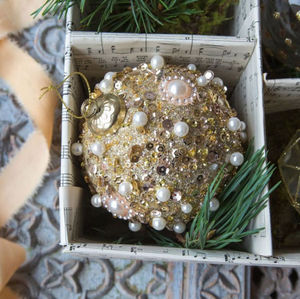 Graham & Green - gold pearl beaded - Weihnachtskugel