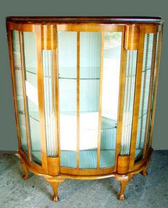 ANTICUARIUM - walnut vitrine - Glasschrank