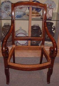 Antiquités La Botte Dorée - fauteuil crosse - Sessel Mit Volutenarmlehnen