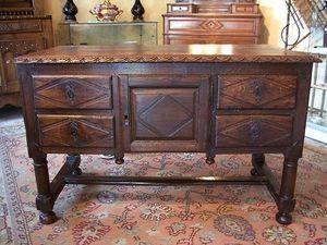 Le Grenier de Matignon - bureau du xviiie siecle en chene de style louis xi - Schreibtisch