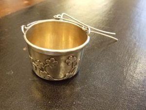 Antiquités du marché des Ternes - passe-thé en argent massif, avec son aiguille. - Teesieb