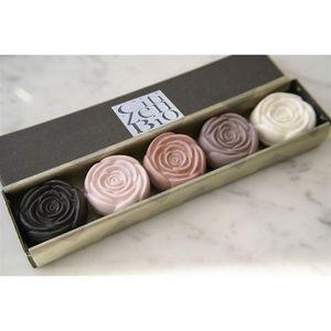 Papillon Rouge - coffret de 5 roses parfumées en savon bio - Seife