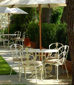 Oxley's -  - Rundes Gartentisch