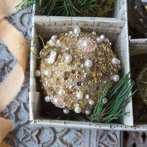 Graham & Green - gold pearl beaded - Weihnachtskugel