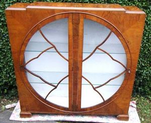 ANTICUARIUM - walnut art deco display cabinet - Niedriger Vitrinenschrank