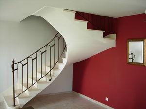 PIERRES -  - Zweimal Viertelgewendelte Treppe
