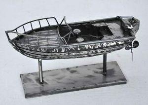 Demeure et Jardin - bateau de peche en métal gris acier - Kleine Statue