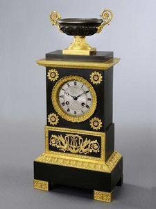 Bauermeister Antiquités - Expertise - pendule autel - Reloj De Apoyo