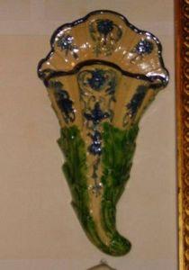 Art & Antiques - bouquetière bleue et verte - Jarrón Mural