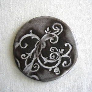 TERRE COLORÉE - dessous de plat galet céramique - arabesque - blan - Salvamantel