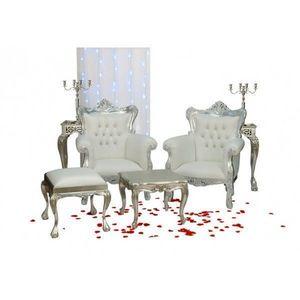 DECO PRIVE - decor de henne avec ces fauteuils argentes et imit - Salón