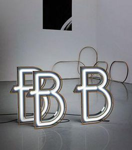 DELIGHTFULL - b - Letra Decorativa