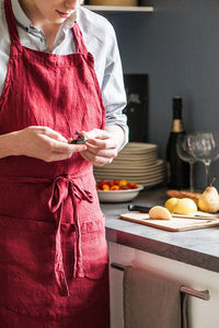 Couleur Chanvre - couleur grenat - Delantal De Cocina
