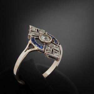 Expertissim - bague en or, platine, diamants et saphirs. vers 19 - Anello