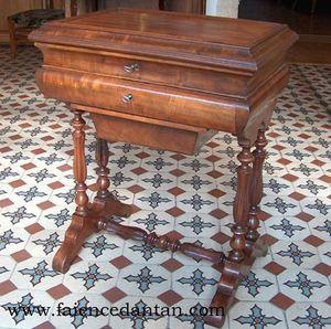 La Faience D'antan - table travailleuse en noyer - Tavolino Da Lavoro