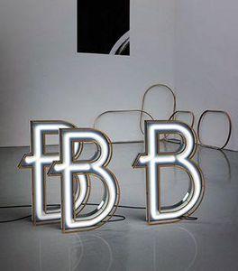 DELIGHTFULL - b - Lettera Decorativa